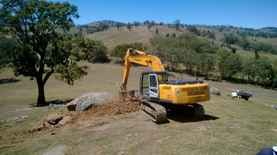 Excavator demonstrating burrow ripping