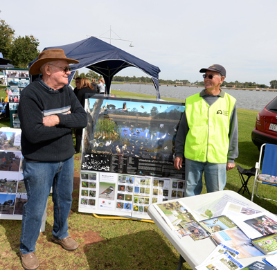 Ron Hocking of Yarrawonga Urban Landcare Group, speaking with an interested community member at the Landcare stall.